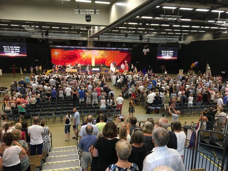 En bild på all publik som närvarar på sommarkonferensen i Varberg
